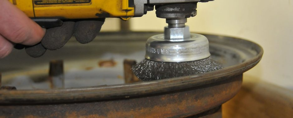 Angle Grinder With Wire Cup Brush FJ40